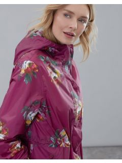 dames-regenjas-opvouwbaar-joules-golightly-roze-berry-peony-detail-model